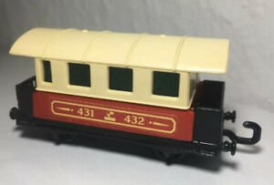 Matchbox-Eisenbahn-Nr-44-Passenger-Coach-Zug-Top-1A-Waggon-mit-Scheiben-Railway