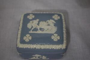 Vintage-WEDGWOOD-Cream-on-Lavender-Blue-Jasperware-4-034-Square-Trinket-Box-w-Lid