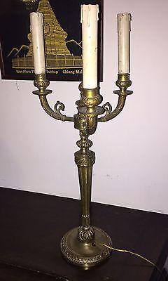 Tre Fuochi. Silverplate Meraviglioso Candeliere In Ottone Di Belle Dimensioni Candlesticks & Candelabra