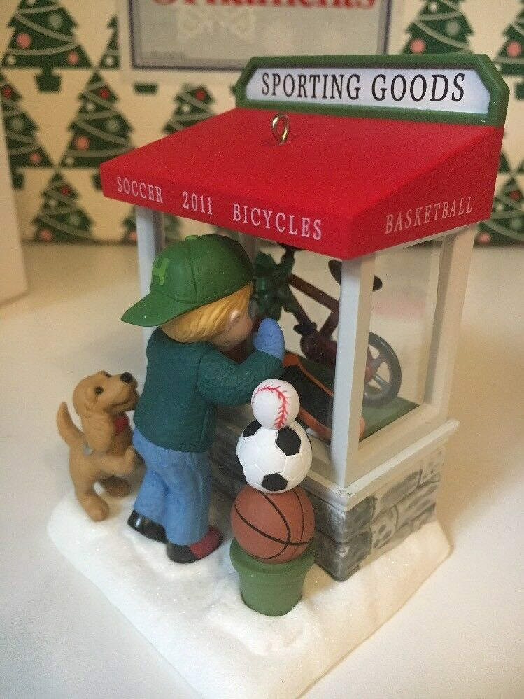 Noël Noël Noël Windows Sporting Goods Boutique 2011 Hallmark Souvenir Ornement Nib ae93e6