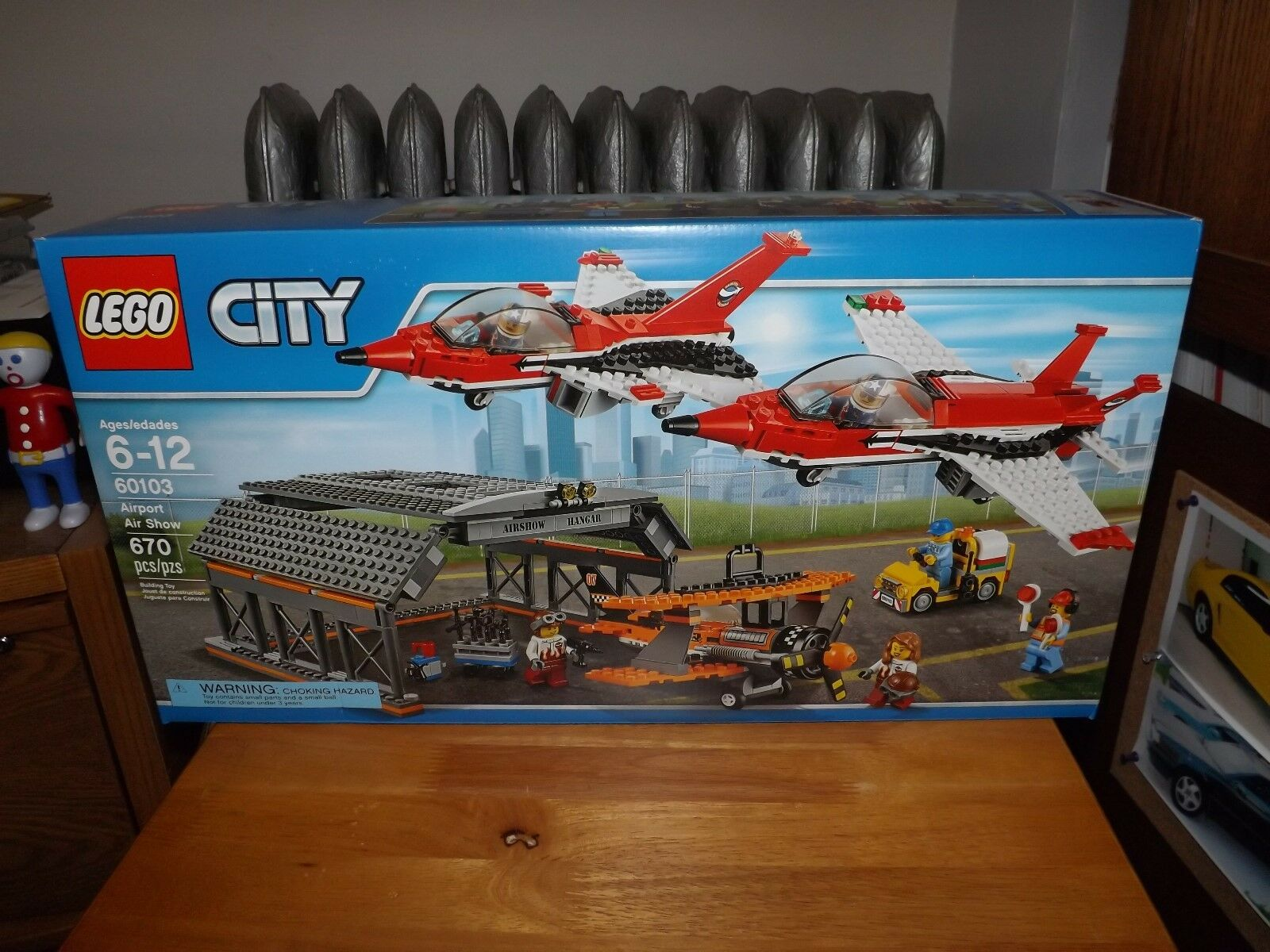 LEGO CITY, AIRPORT AIR SHOW, KIT  60103, 670 PIECES, NEW IN BOX, 2016