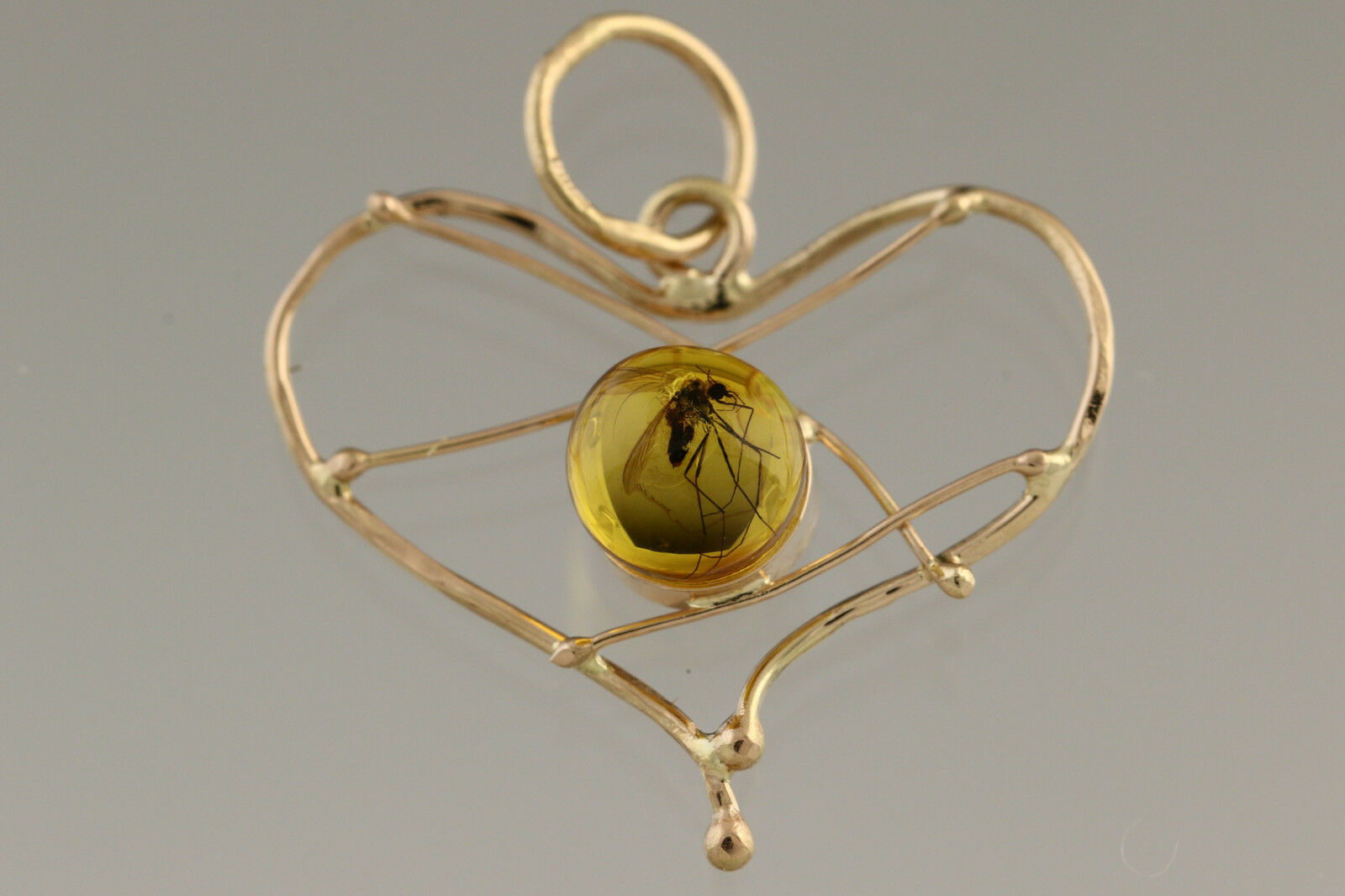 Genuine BALTIC AMBER 14K gold Heart Pendant with Fossil INSECT 0.8g 181129-7