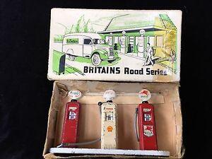 Britains Set 103v Rare Petrol Pumps With Box