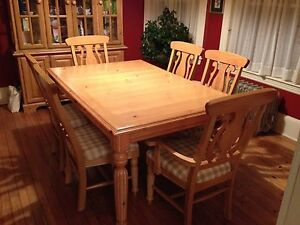 Ashley Dining Room Set With Lighted Hutch EBay