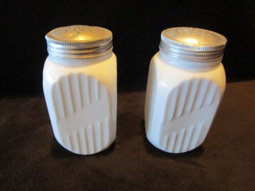 "Antique Hocking milk Glass 1930's Vitrock Stove top 2 Shakers 2.5"" tall Vintage"