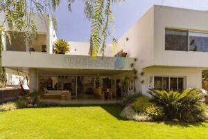 Jurica casa para inversionista en venta con alberca propia y jardín