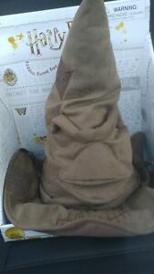 NEW-Wizarding-World-Of-Harry-Potter-Talking-Animated-Sorting-Hat-smoke-free-home