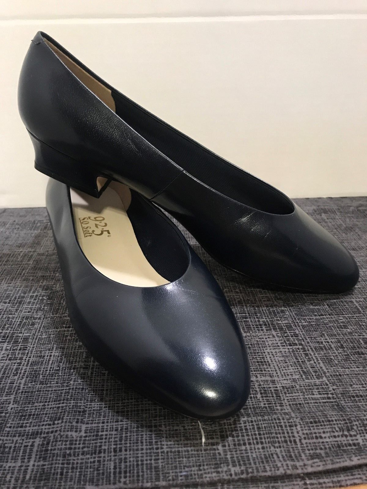 New 9 2 5 So Soft navy bluee leather classic pumps size 8 Wide