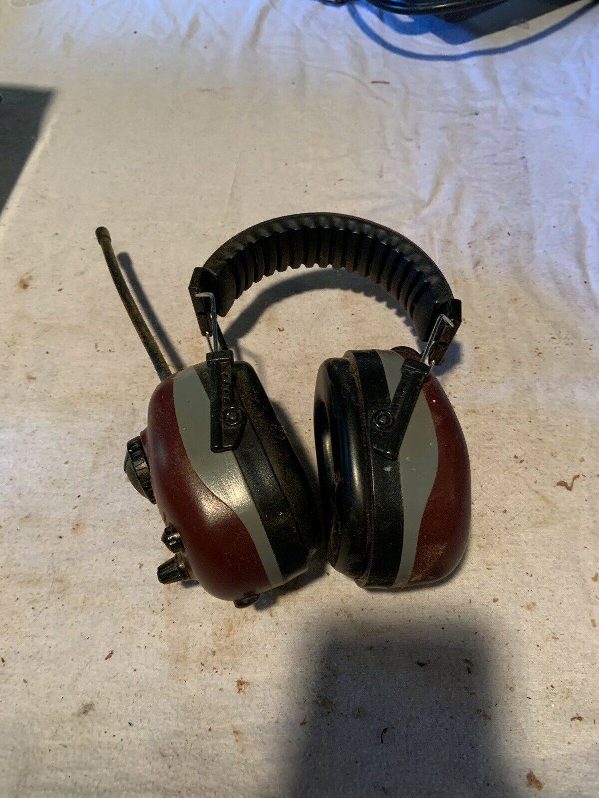 ELVEX COM-660 Earmuff,Headband,AM//FM,Red