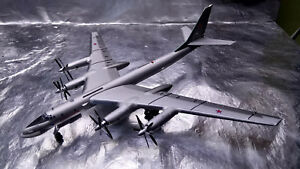 Herpa-Wings-558204-Russian-Air-Force-Tupolev-TU-95MS-Bear-H-1-200-Scale