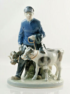 Beautiful-Royal-Copenhagen-Porcelain-Figurine-034-Builder-With-2-Calves-034-9-1-8in