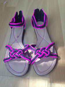 Mooloola-Size-7-Sandals-New-without-tags