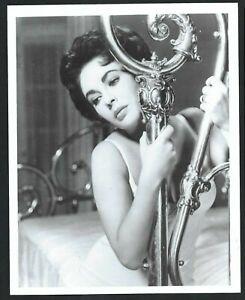Elizabeth Taylor stunning studio glamour portrait circa 1960 8x10 photo