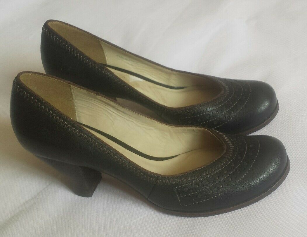 Clarks Black Leather Agra City Round Toe Court shoes Hand Crafted  UK 7 Smart