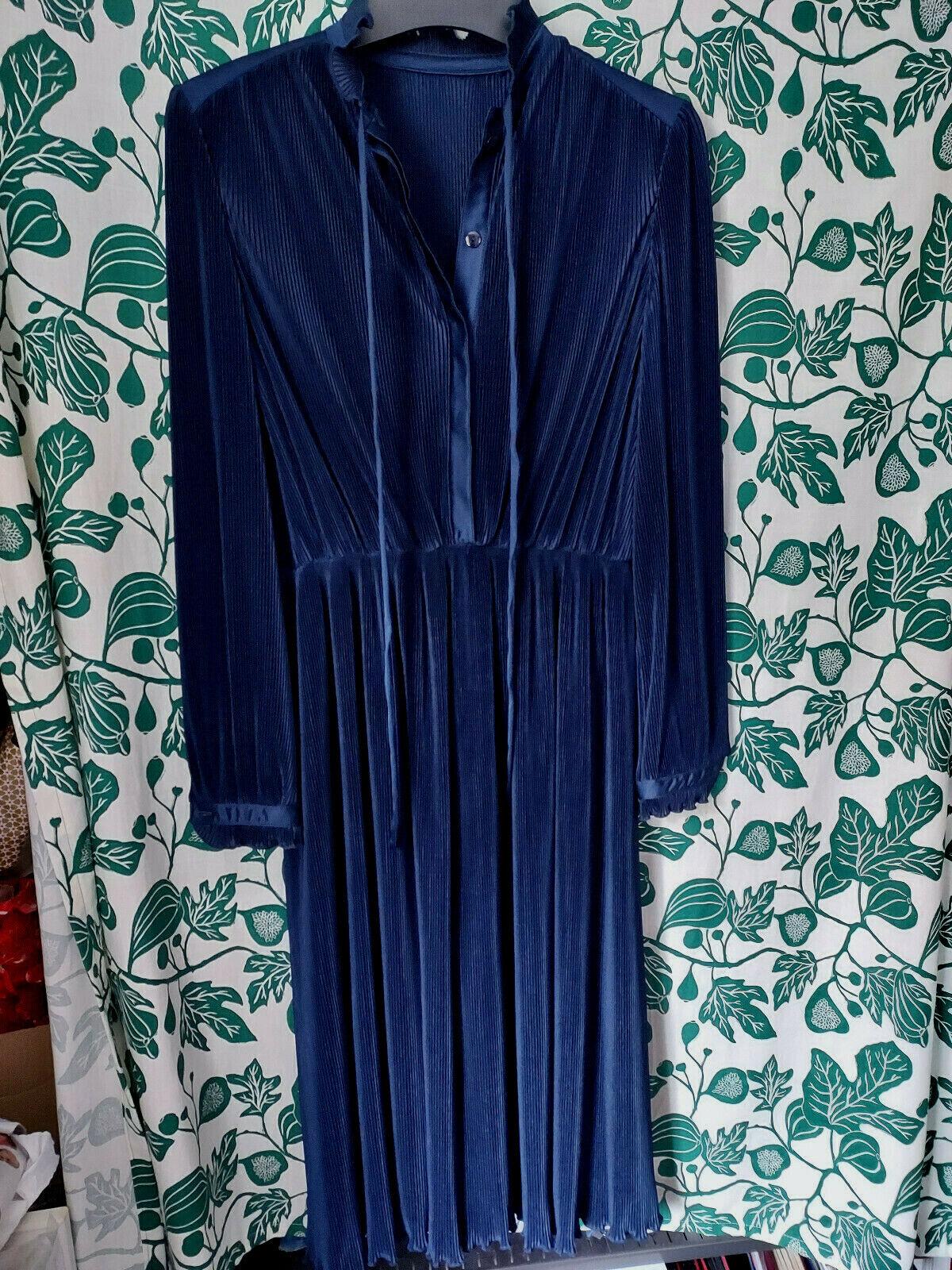 del mod Kleid Gr. 42 dunkelblau Plissee Herbst Midikleid edel neuwertig 129