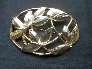 BROCHE  METAL DORE GRAND MODELE