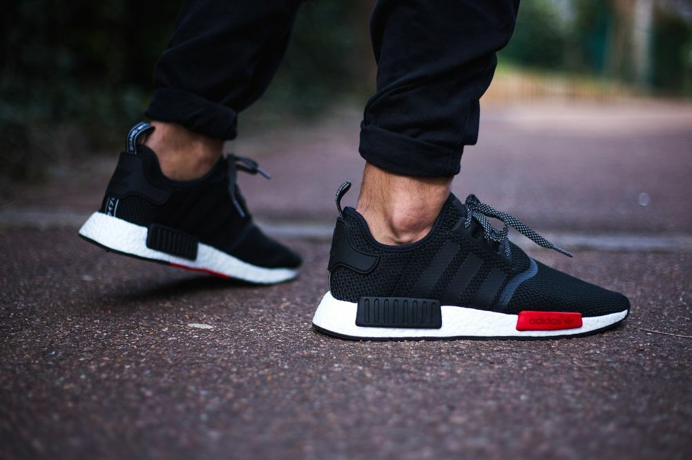 """adidas  NMD_R1 """"Core noir-blanc-rouge"""" homme Trainer  adidas Limited Edition"""