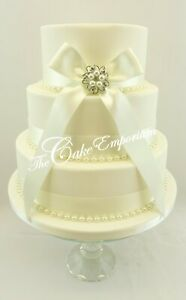 WEDDING-CAKE-BRIDAL-PEARL-BROOCH-PEARL-AND-RIBBON-CAKE-TOPPER