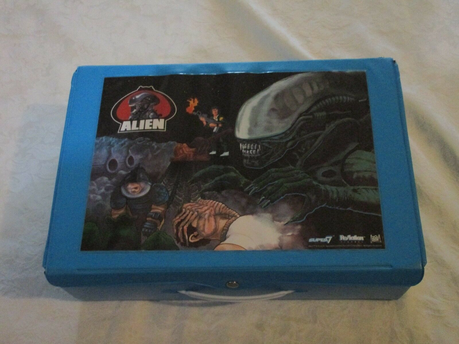 ReAction Alien Carrying Carry Case with with with Exclusive Alien Figure e2b681