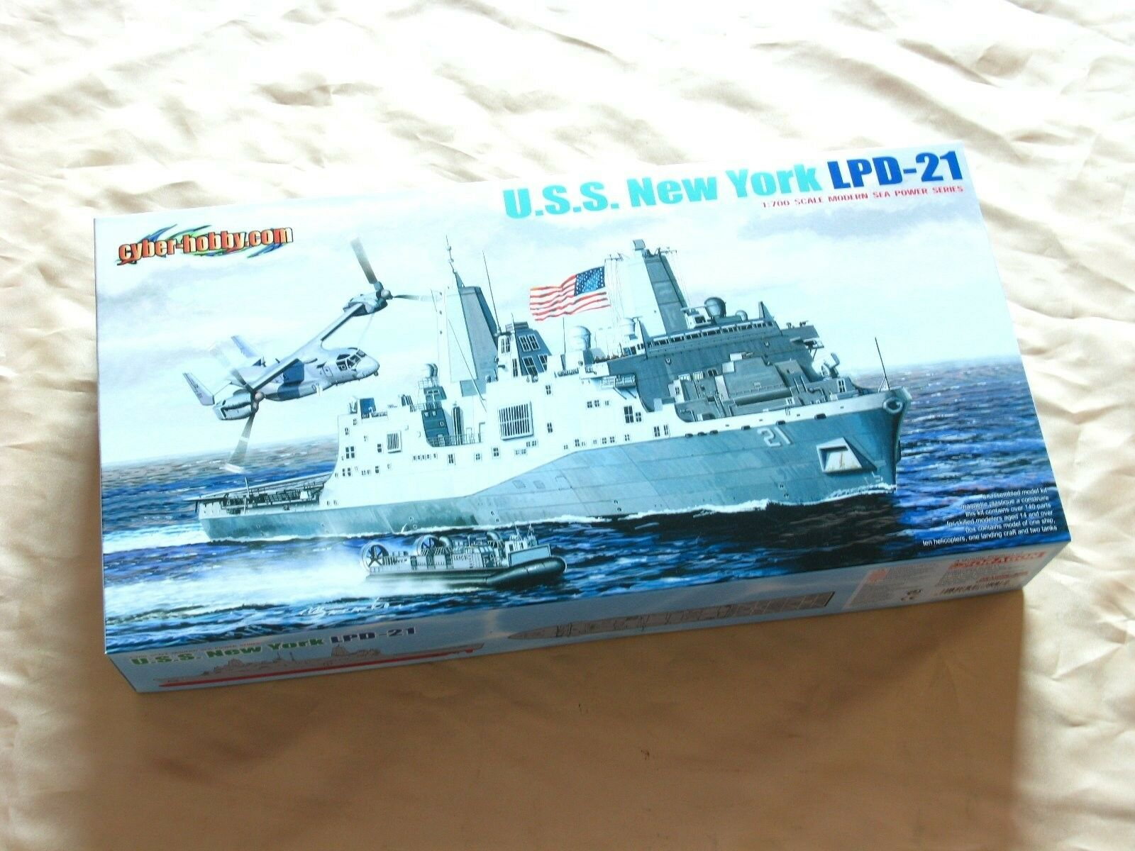 Dragon 7110 1 700 USS LPD-21 New York