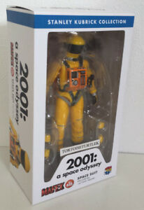 MAFEX-2001-A-Space-Odyssey-Space-Suit-Yellow-Ver-Action-Figure-kubrick
