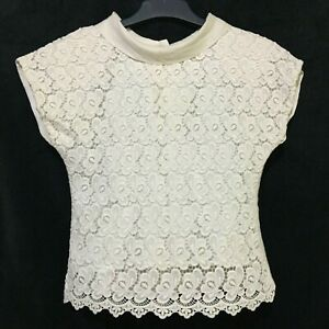 White-lace-panel-top-in-linen
