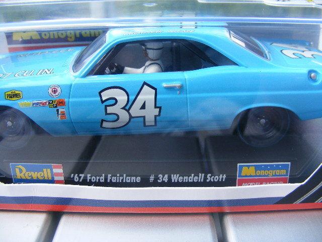 Revell 4827 '67 Ford Fairlane 34 Wendell Scott Ee.uu.