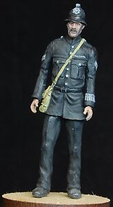 1-35-scale-model-kit-WW2-British-Police-Officer-1