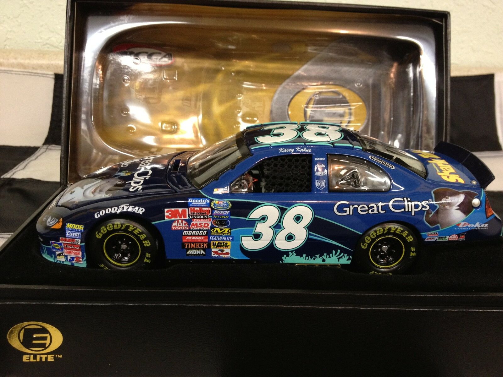 RCCA 1 24 2004 2004 2004 Kasey Kahne Great Clips  Shark Tale Elite 1 of 560 made  d9a00c
