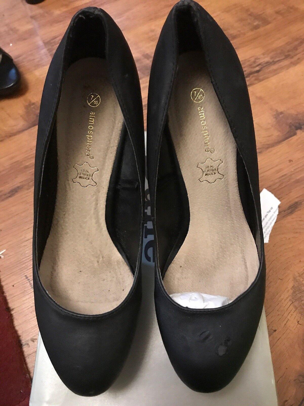 Ladies black shoes size 7