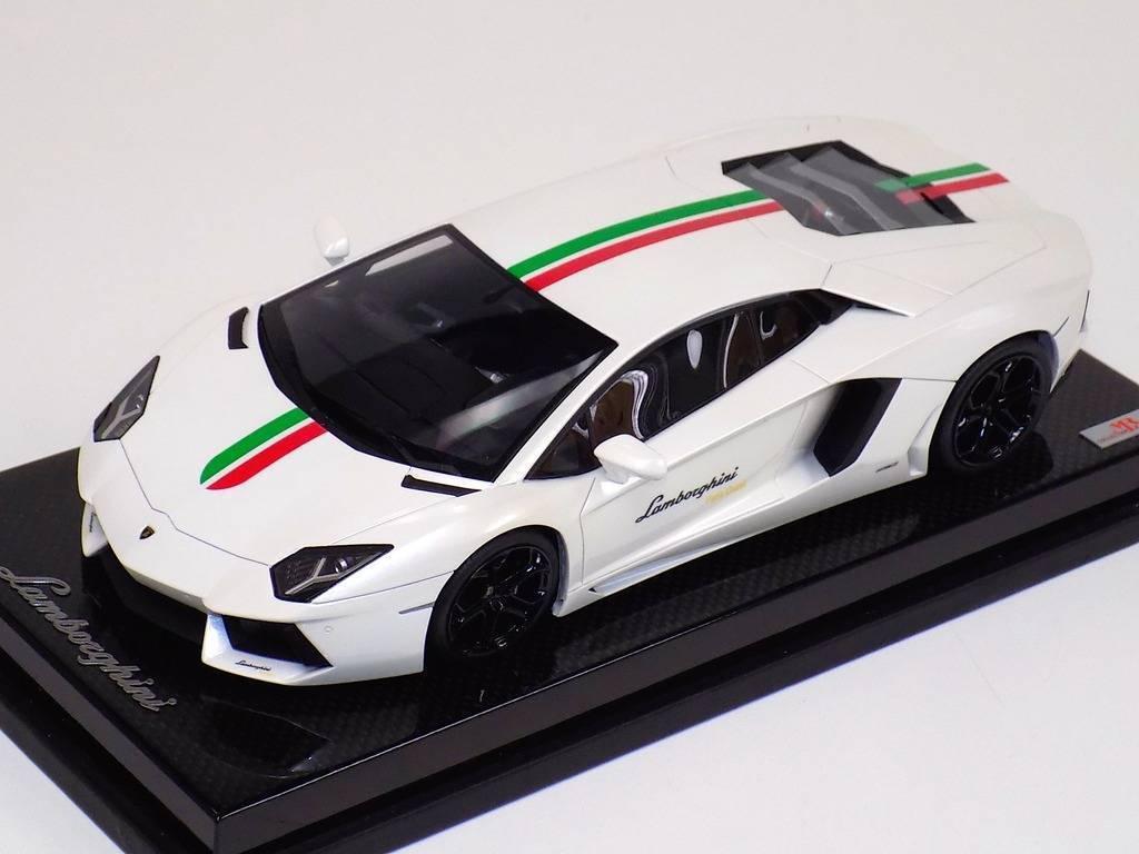 1 18 Mr Collection Lamborghini Aventador LP700 Blanc drapeau italien carbone base