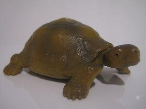 14081 Schleich Turtle ref:1A1617 - France - État : Occasion: Objet ayant été utilisé. Consulter la description du vendeur pour avoir plus de détails sur les éventuelles imperfections. ... Matire: Plastique, PVC - France