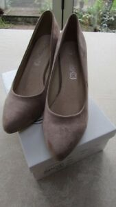 Ladies-Nude-Suede-Effect-Court-Shoes-Size-7
