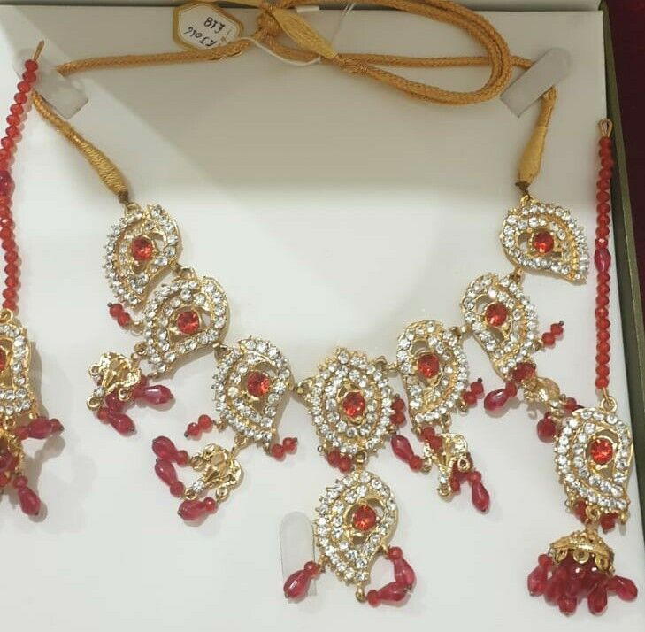 Necklace and Earring jewellery set