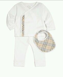 50f1932636a NWT NEW Burberry Berty baby boys white top pants bib 3pc gift set ...