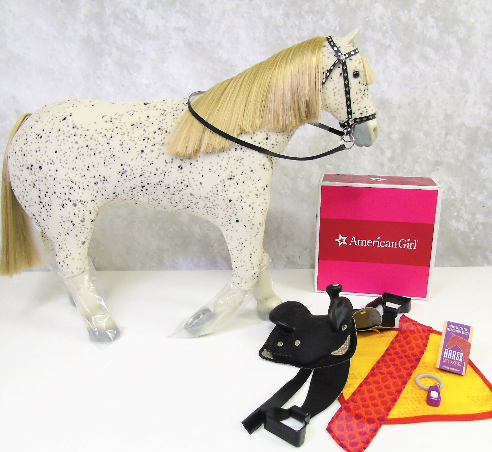 American Girl Puppe SAIGE'S Pferd Picasso & Parade Sattel Set Trense Halfter Box