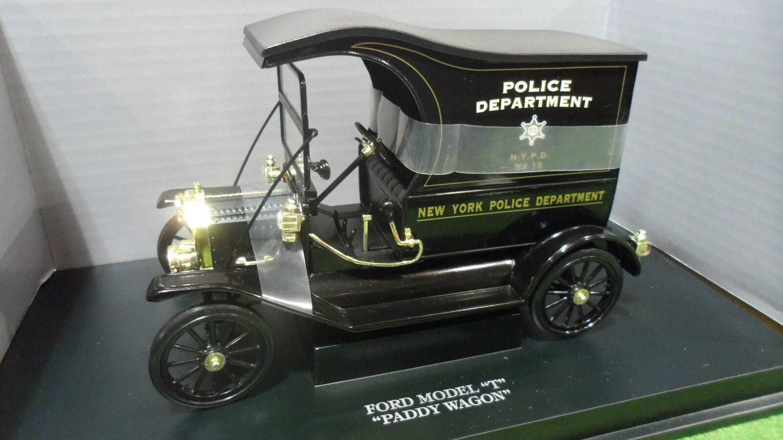FORD MODEL T PADDY WAGON POLICE nr  1 18 UNIVERSAL HOBBIES 4304 voiture miniature  grandes marques vendent pas cher