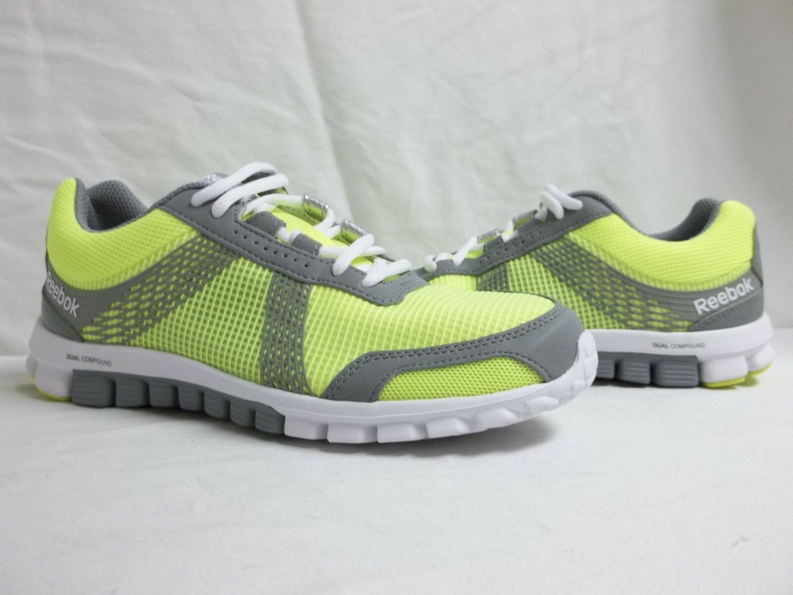 Reebok Sz 8 M RealFlex Tempo Run 2.0 Grau Running Sneakers NEU Damenschuhe Schuhes NWOB