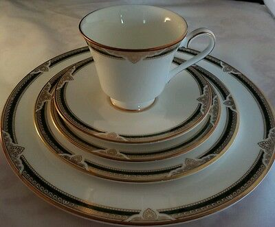 Royal Doulton Forsyth 5 Piece Place Setting