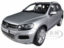 2010 VOLKSWAGEN TOUAREG V6 FSI SILVER 1/18 DIECAST MODEL CAR BY KYOSHO 08821 CS