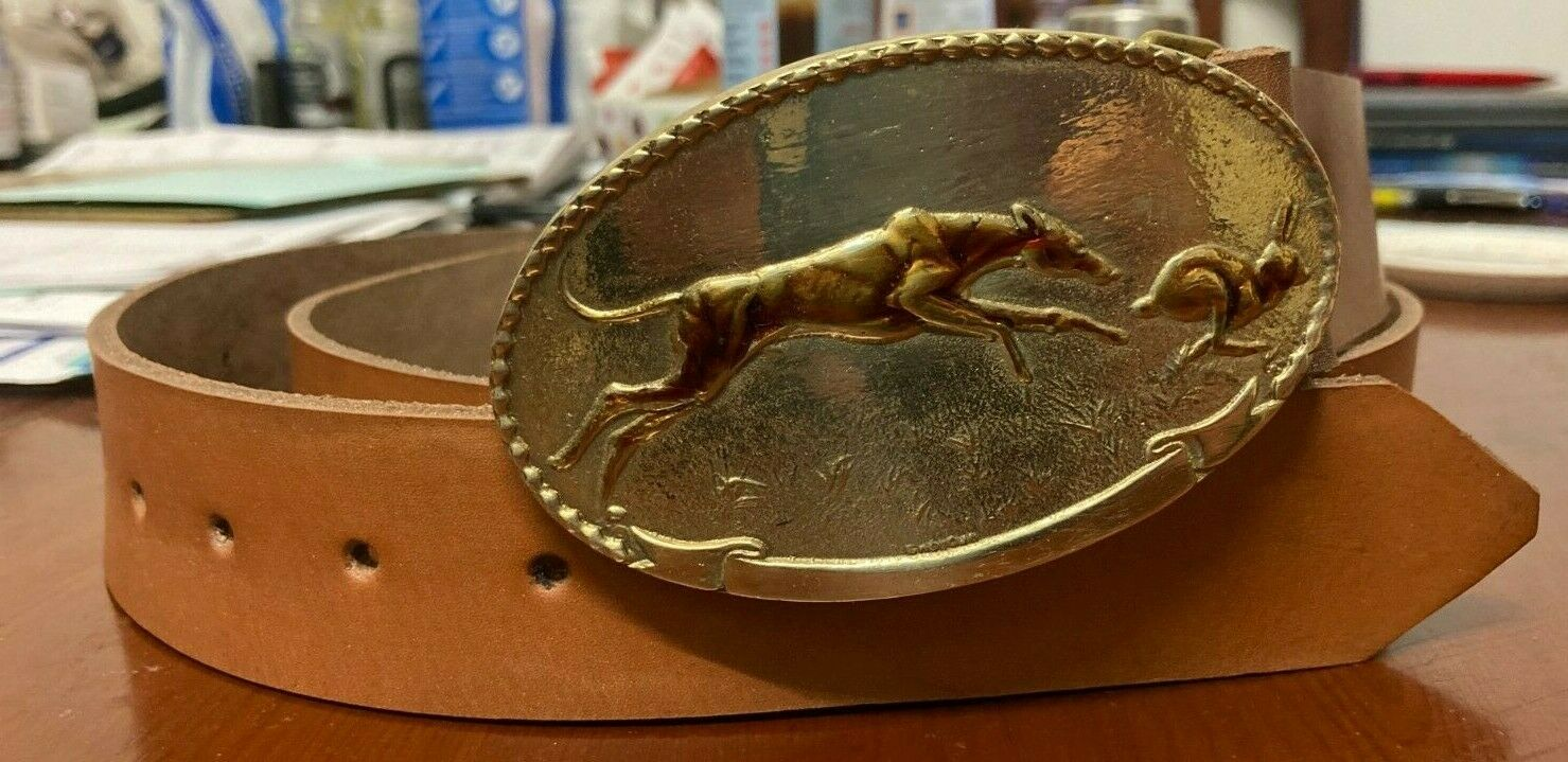 Coursing scene buckle and belt