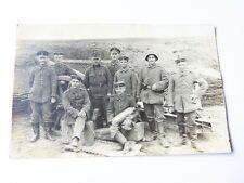 alte AK  Foto Soldat Soldaten vor Kanone Kanoniere 1.WK