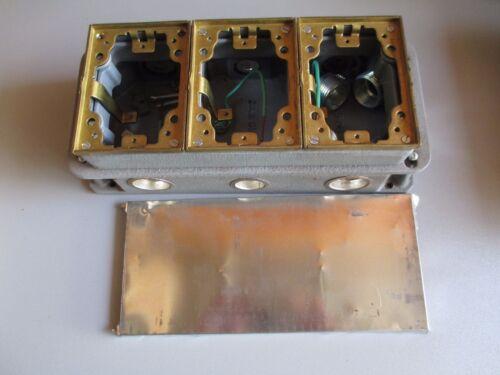 HUBBELL B433361 SCRUBSHIELD 3 GANG CAST IRON FLOOR BOX  NEW OLD STOCK