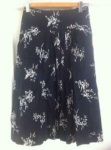 Ladies-REGATTA-Floral-Skirt-Size-14-Petites-Black-amp-White-Full-Mid-Length-Cotton