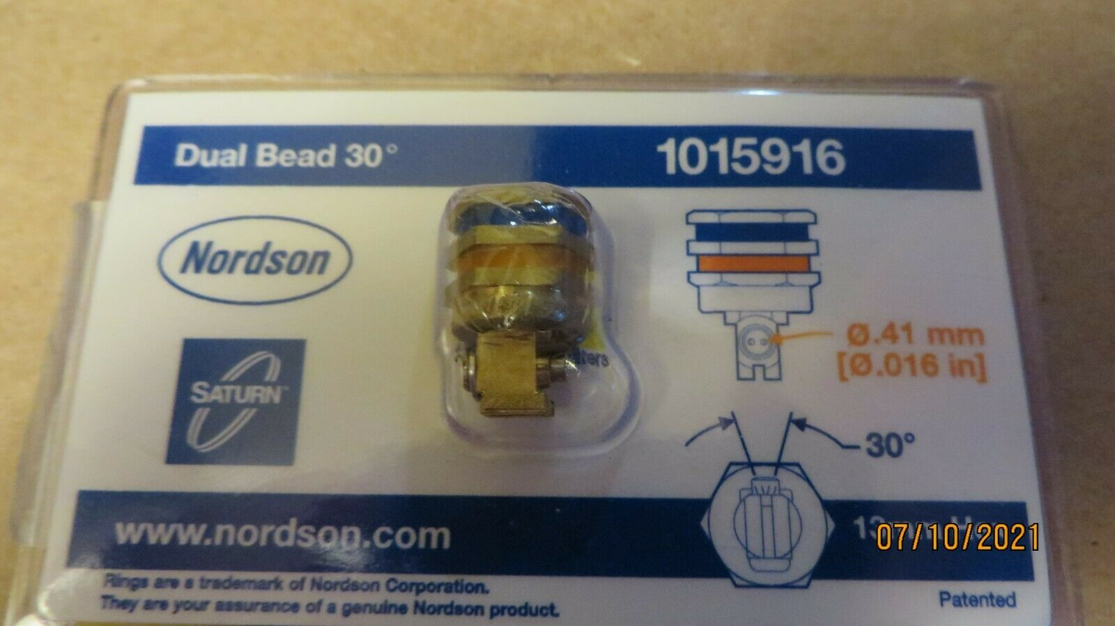 Nordson 1015916 Dual Bead Saturn 30 Deg. Right Angle Nozzle New in OEM Packaging