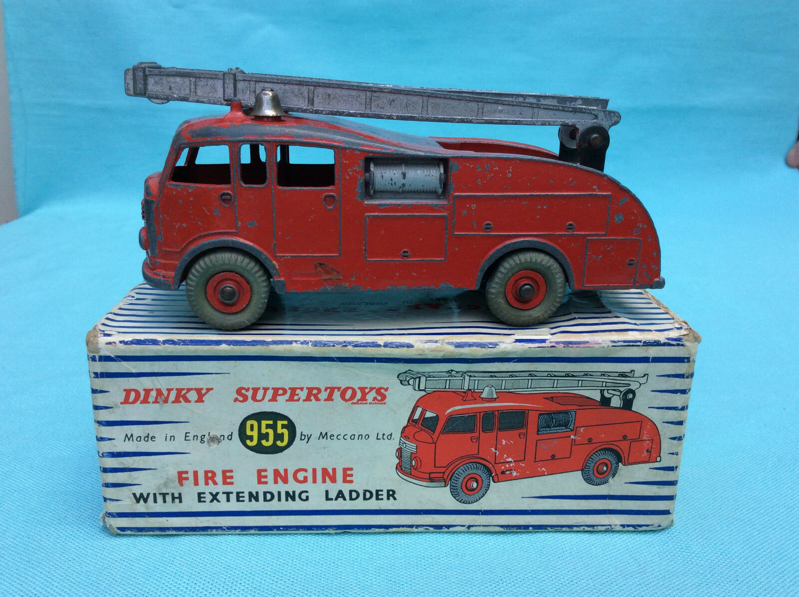 Dinky Toys Supertoys no. 955 Fire Engine With Extending Ladder ovp
