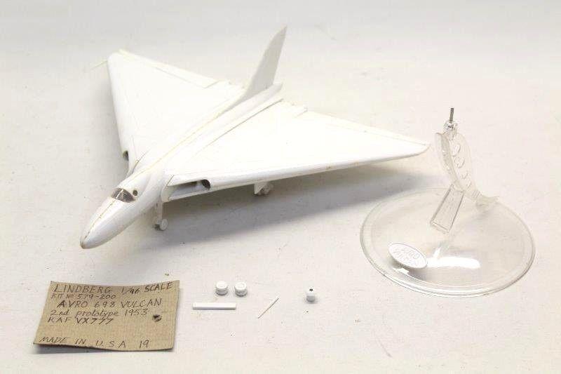 LINDBERG No.579-200 Avro Vulcan Part-Assembled Model Kit 1 96 Scale M41