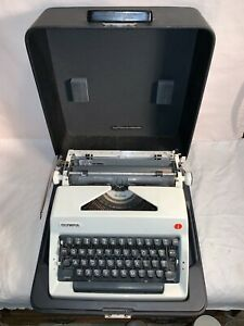 Vintage-OLYMPIA-DeLuxe-manual-Portable-SM9-TYPEWRITER-Western-Germany-WORKS-GOOD