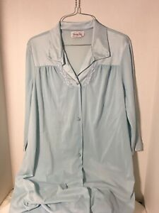 Vintage-Vanity-Fair-Light-Blue-Robe-Size-S-Silky-Nylon-with-Applique-USA
