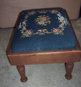 Antique-Vintage-Classic-WOOD-FOOTSTOOL-OTTOMAN-BENCH-Needlepoint-Blue-Sturdy